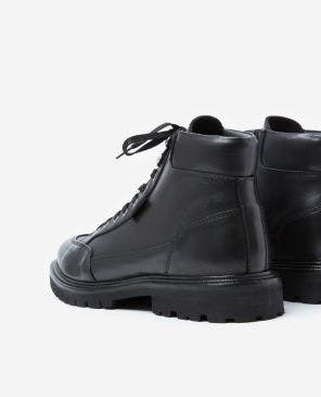 Black leather boots w/laces & notched soles