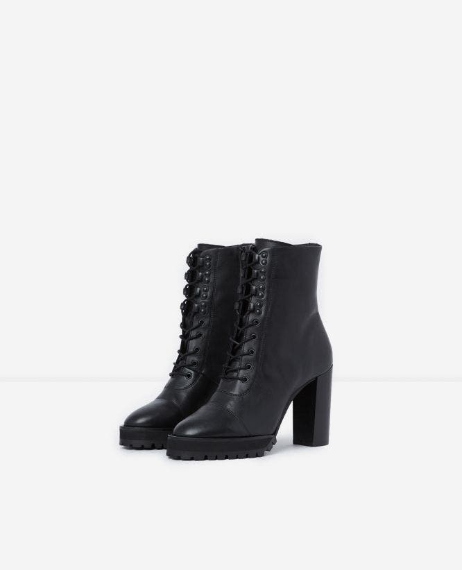 BLACK HEELED BOOTS WITH TEXTURED TREAD