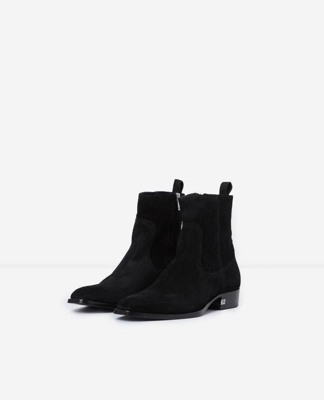 Black heeled suede boots