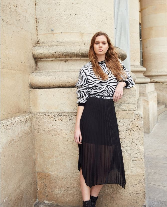 Black long pleated skirt with elastic waist