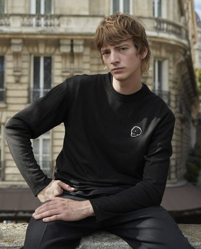 Black wool T-shirt with long sleeves