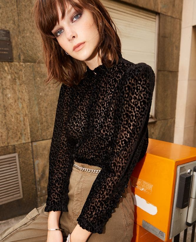 Black shirt with leopard print, frills/peplum