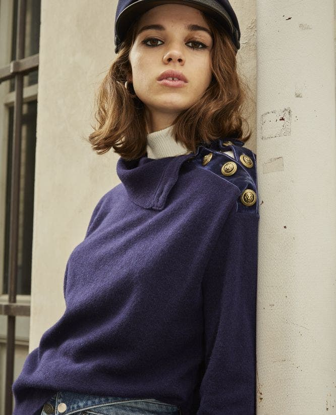 Blue wool crew-neck sweater w/buttons+chain