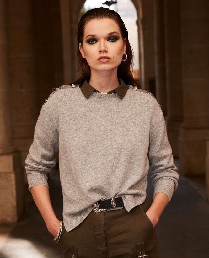 Grey wool crew-neck sweater w/buttons+chain