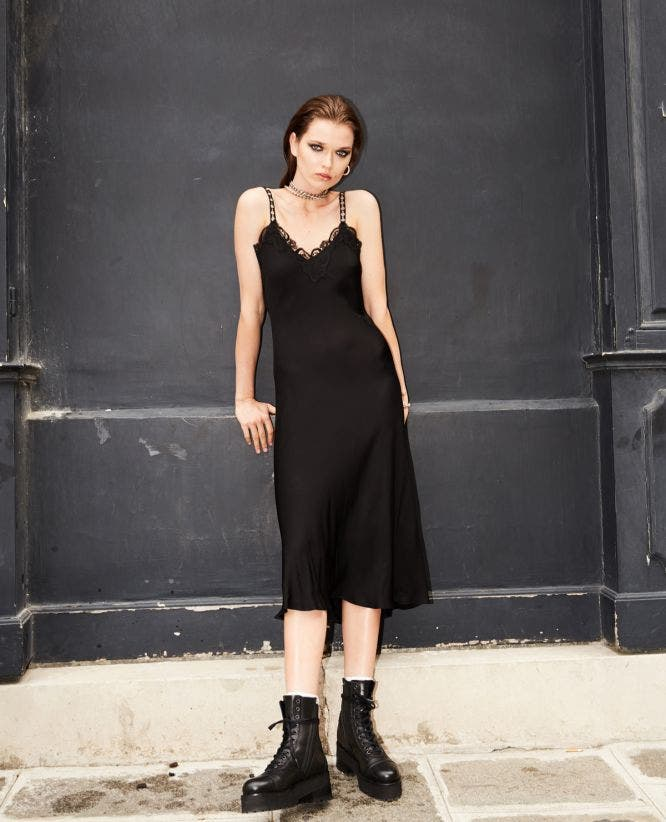 Long lace dress in black with braces