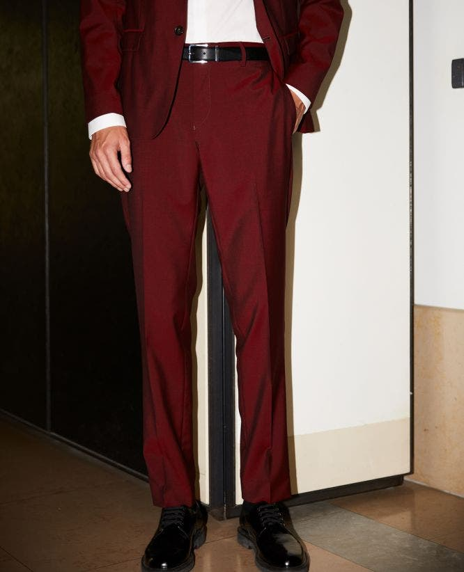 Slim-fitting burgundy wool trousers w/piping