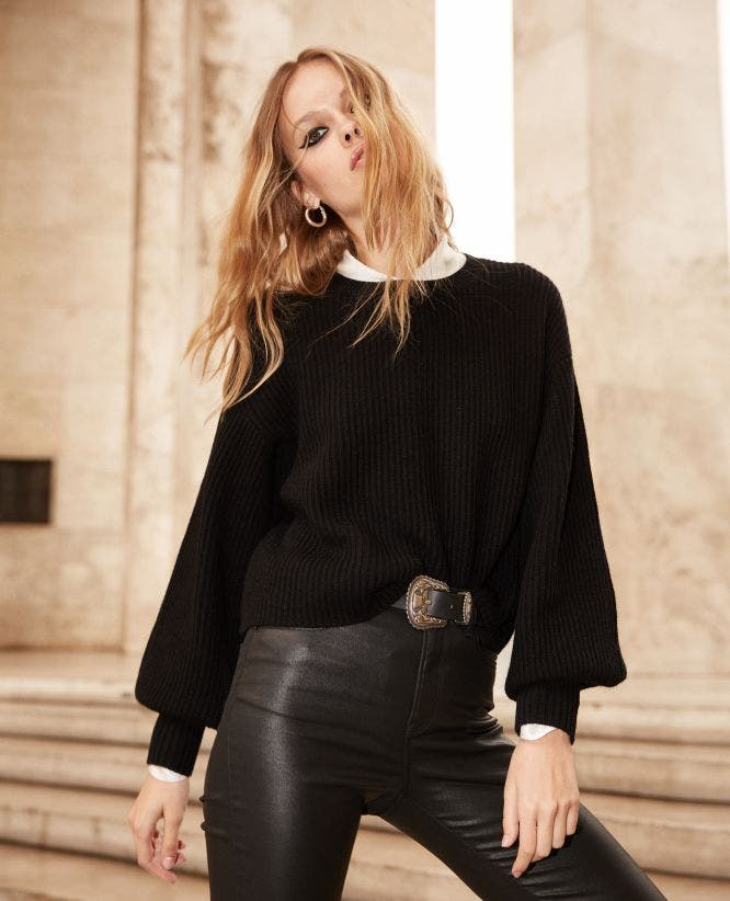 Black fine-rib sweater with crew neck