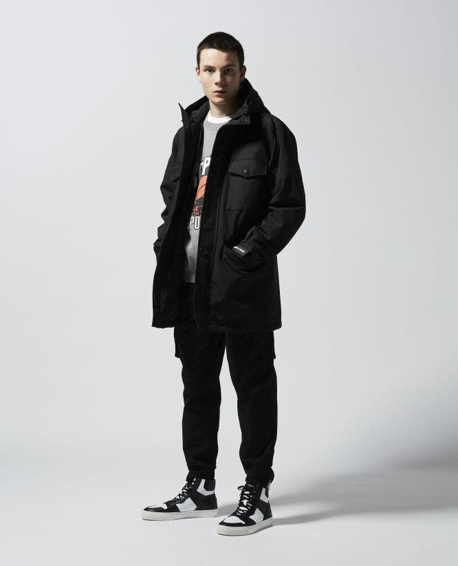 Hooded long black parka with pockets